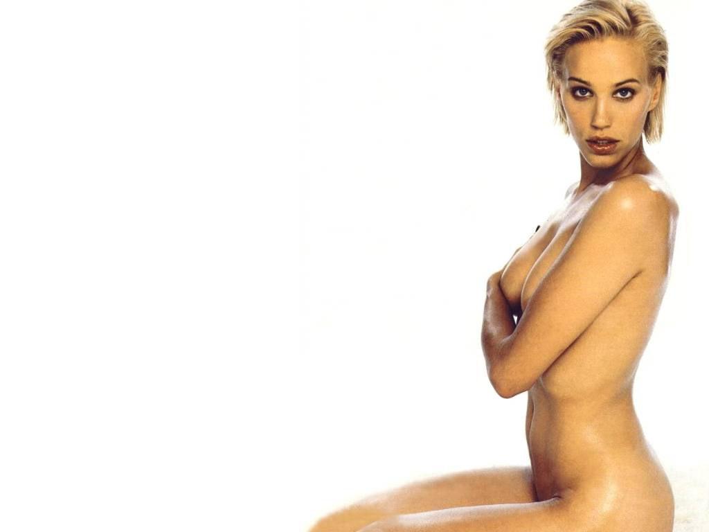 Эмма сьоберг гола фото 506-401