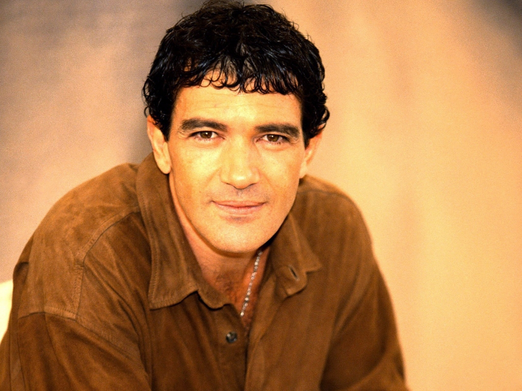 http://www.kinofilms.ua/images/wallpapers/1024x768/8163_Antonio_Banderas.jpg