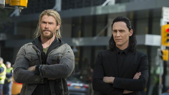 https://www.kinofilms.ua/_ckshare/images/Thor-Ragnarok-Thor-Loki-Earth.jpg
